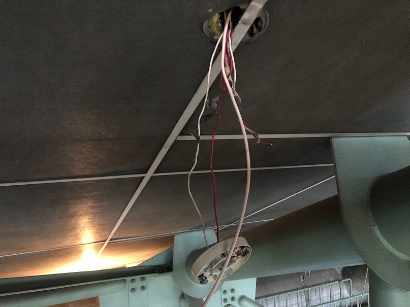 天井設置の光電式煙感知器