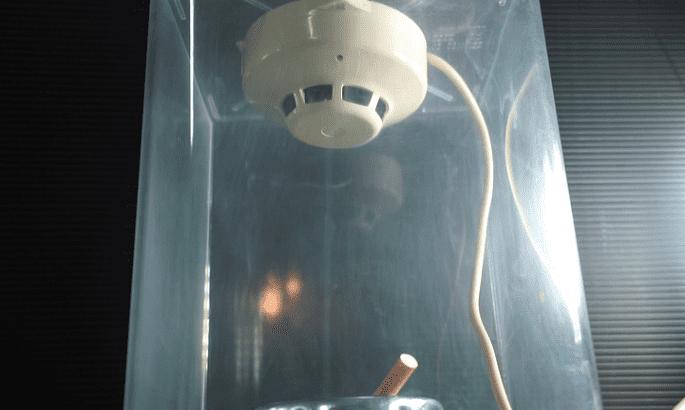 タバコの煙に煙感知器セット